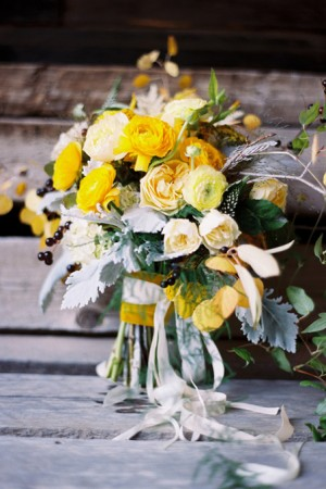 yellow-natural-ranunculus-bouquet