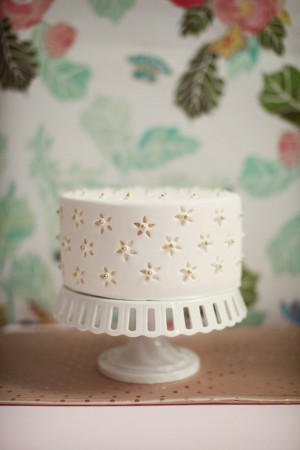 Eyelet-Wedding-Cake