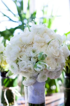 Fluffy-White-Bouquet