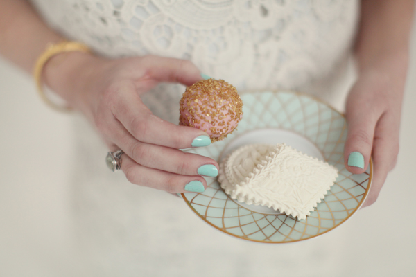 Ivory-Mint-and-Gold-Dessert-Inspiration