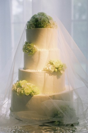 White-and-Green-Wedding-Cake