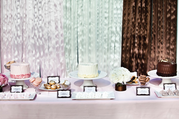 neopolitan-colorblocked-dessert-table