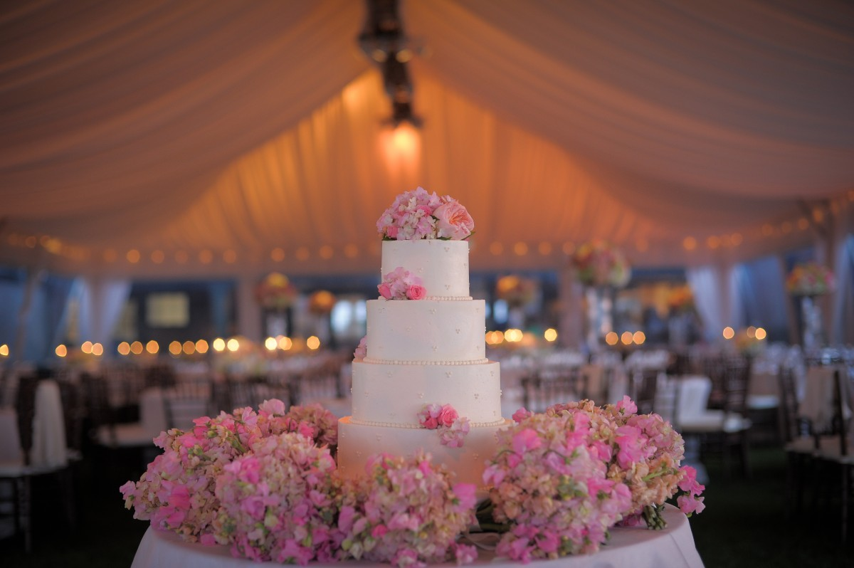 Cake decorated with pink and white wedding flowers elizabeth anne cake decorated with pink and white wedding flowers mightylinksfo