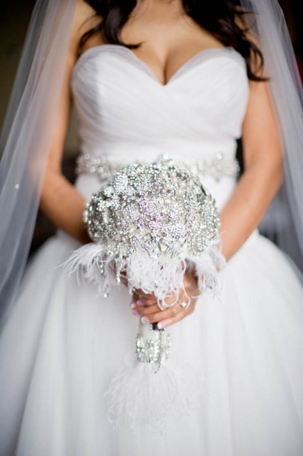 Elegant-Glamorous-Vintage-Brooch-Bouquet