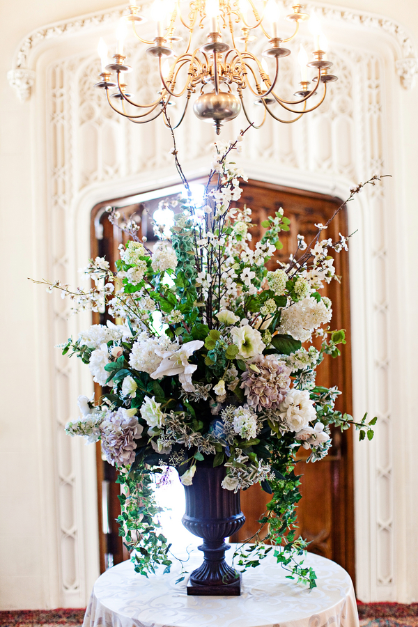 English garden entrance floral arrangement elizabeth for Garden designs by elizabeth