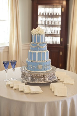 Sky-Blue-Traditional-Elegant-Wedding-Cake