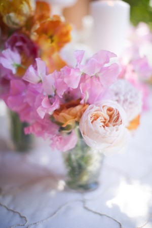 Sweet-Pea-Rose-Ranunculus-Centerpiece