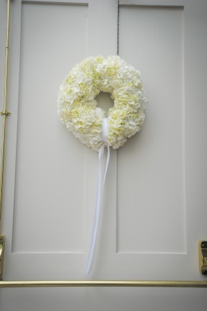 White-Floral-Wreath-Wedding-Decor
