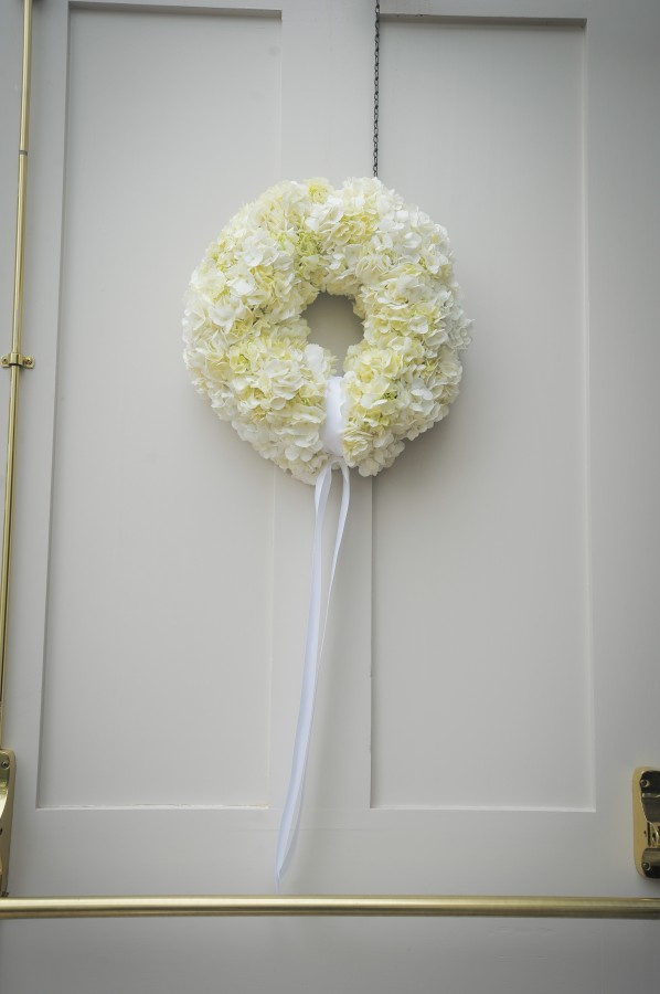 White-Floral-Wreath-Wedding-Decor