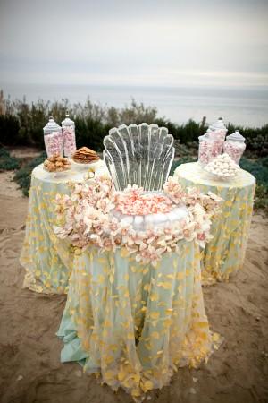 Beach-Inspired-Table-Linens
