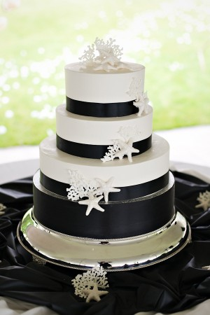 Black-and-White-Sea-Inspired-Wedding-Cake