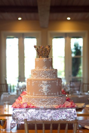 Elegant-Romantic-Personalized-Wedding-Cake