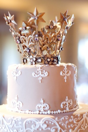 Elegant-and-Romantic-Crown-Wedding-Cake-Topper