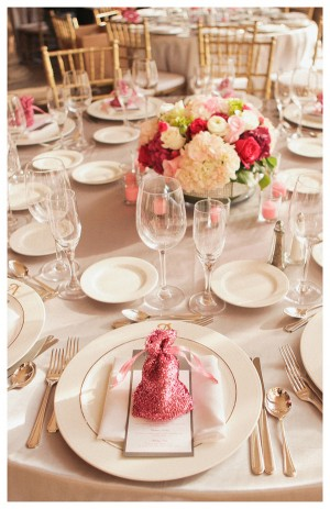 Pink-Glitter-Wrapped-Wedding-Favors