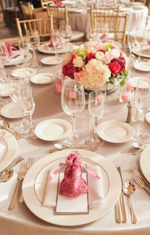 Pink-Glitter-Wrapped-Wedding-Favors1