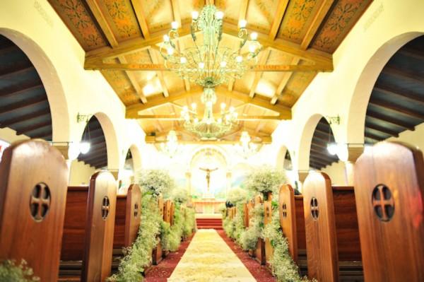 Babys-Breath-Wedding-Ceremony-Decor