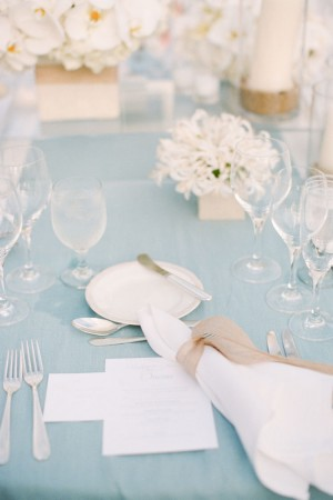 Blue-an-White-Wedding-Tablescape