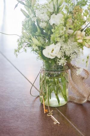 Burlap-Wrapped-Wedding-Centerpiece