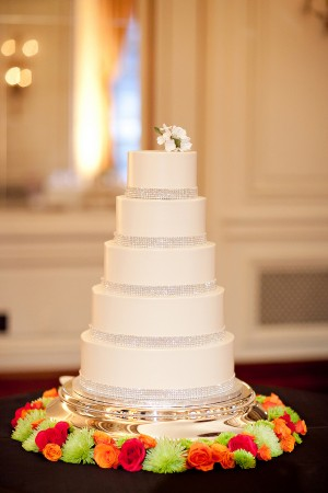 Clean Elegant White Wedding Cake