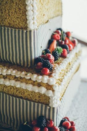Rice-Krispie-Terat-Wedding-Cake