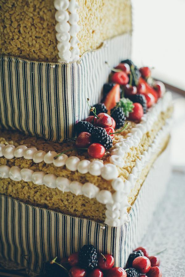 Rice-Krispie-Treat-Wedding-Cake
