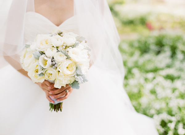 Elegant Ivory and Gray Bouquet