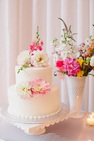 Two Tier Round Wedding Cake With Flowers 1