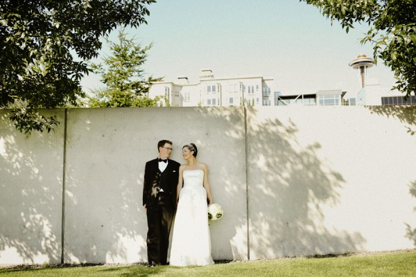 Classic Strapless Wedding Gown With Short Fishnet Veil 1