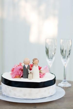 One Layer Round Wedding Cake With Black Ribbon