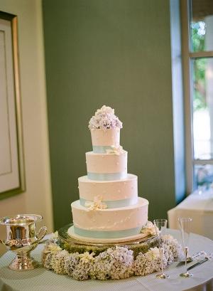 Round Wedding Cake With Blue Ribbon