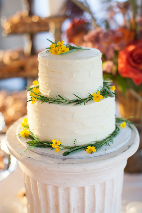 Classic round wedding cake with yellow flowers elizabeth anne classic round wedding cake with yellow flowers mightylinksfo