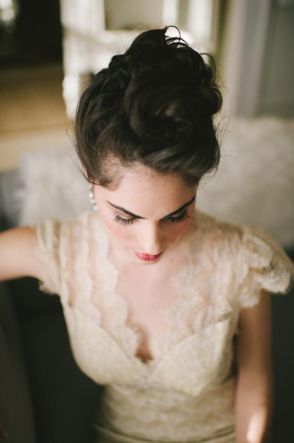 Elegant Ivory Lace Wedding Gown