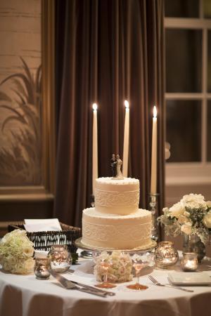 Round White Wedding Cake