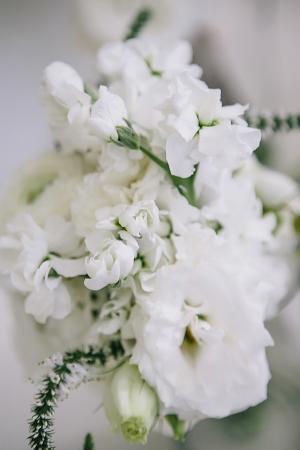 White Flowers Wedding Floral Decor Ideas