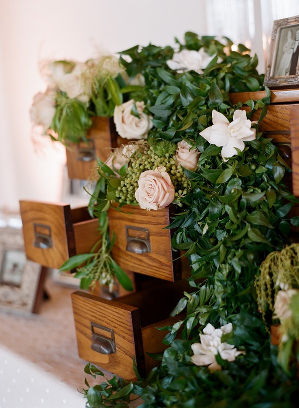 Rose and greenery garland reception decor ideas for Wedding greenery ideas