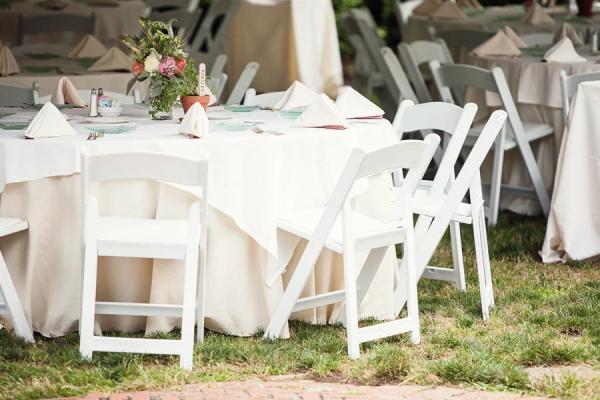 White And Cream Outdoor Reception Table Decor