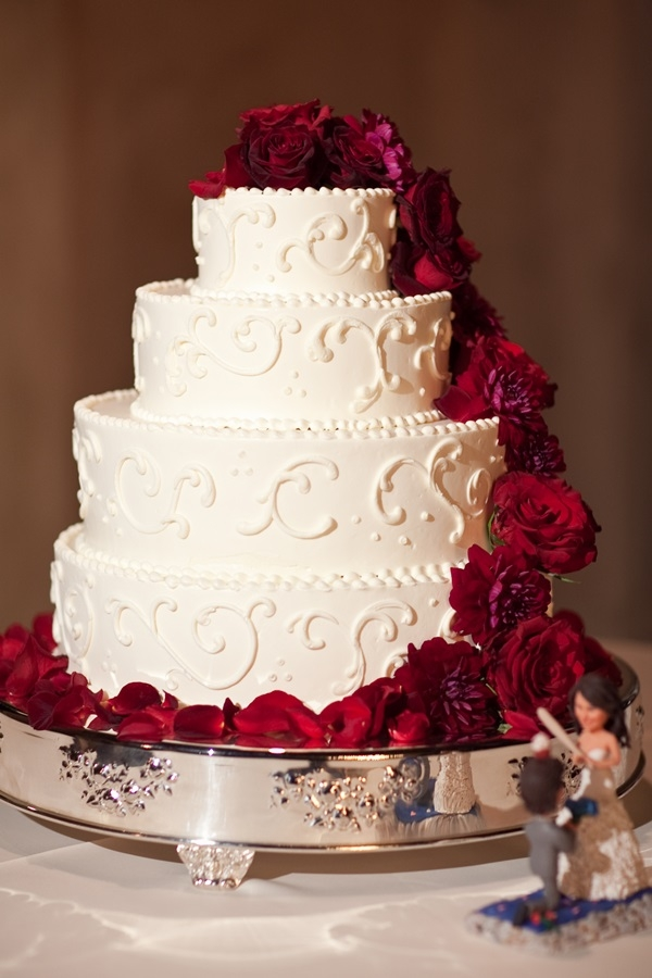 Round Wedding Cake With Red Flowers