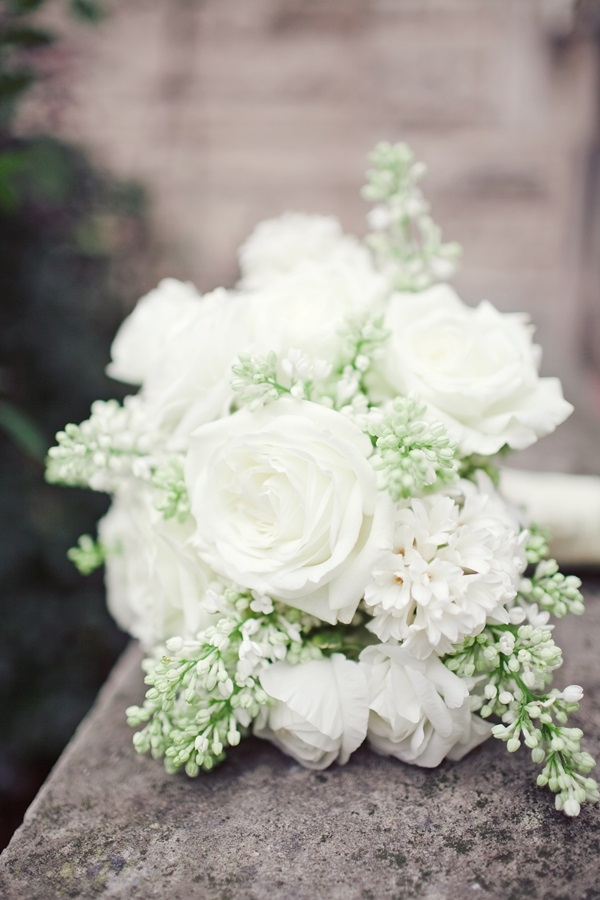 tag white rose bouquet -#main