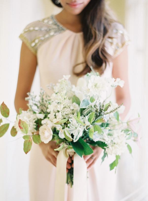loose green white bouquet elizabeth anne designs the wedding blog