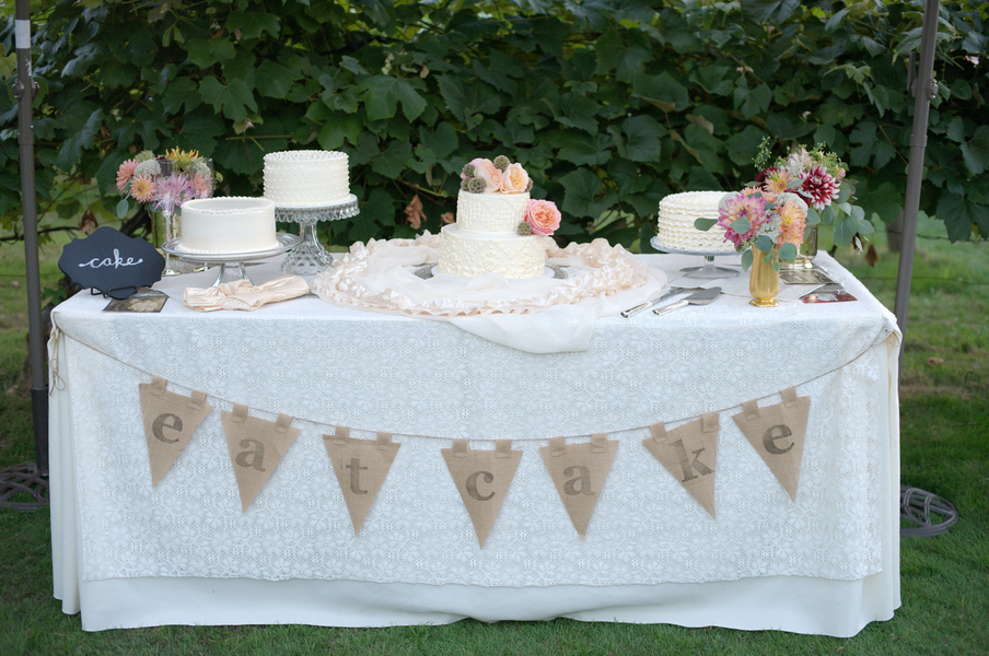 Vintage Cake Table With Lace Tablecloth - Elizabeth Anne Designs ...