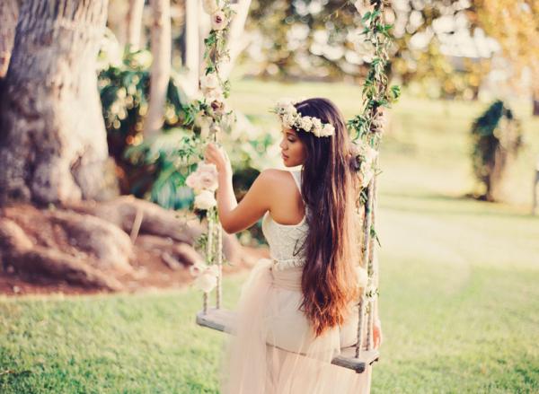 Romantic Outdoor Bridal Inspiration