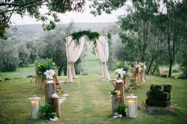 Unique Outdoor Wedding Ceremony Ideas: Rustic Outdoor Wedding Ceremony
