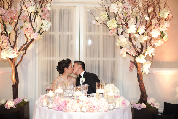 Wonderful Bride And Groom At Sweetheart Table