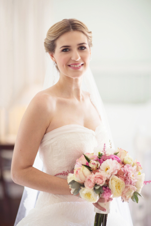 Elegant Strapless Bridal Gown