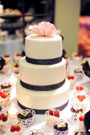 Simple Wedding Cake With Black Trim