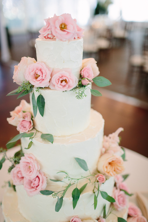 pink rose garden wedding cake beautiful wedding cake with pink roses elizabeth 18583