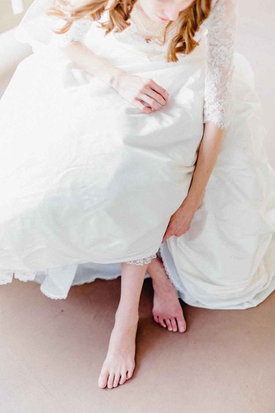 Bride With Bare Feet Elizabeth Anne Designs The Wedding