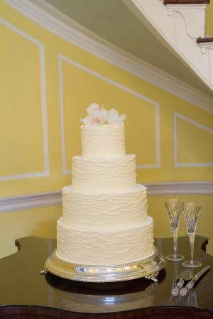 Elegant Round Wedding Cake