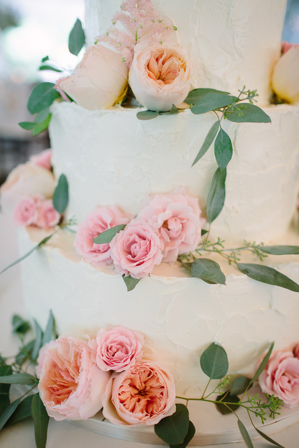 fresh flowers on wedding cake elizabeth anne designs the wedding blog. Black Bedroom Furniture Sets. Home Design Ideas