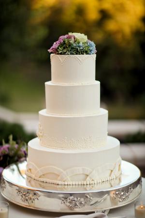Simple Wedding Cake With Hydrangeas